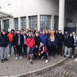 Gruppe vor Schindlers Fabrik
