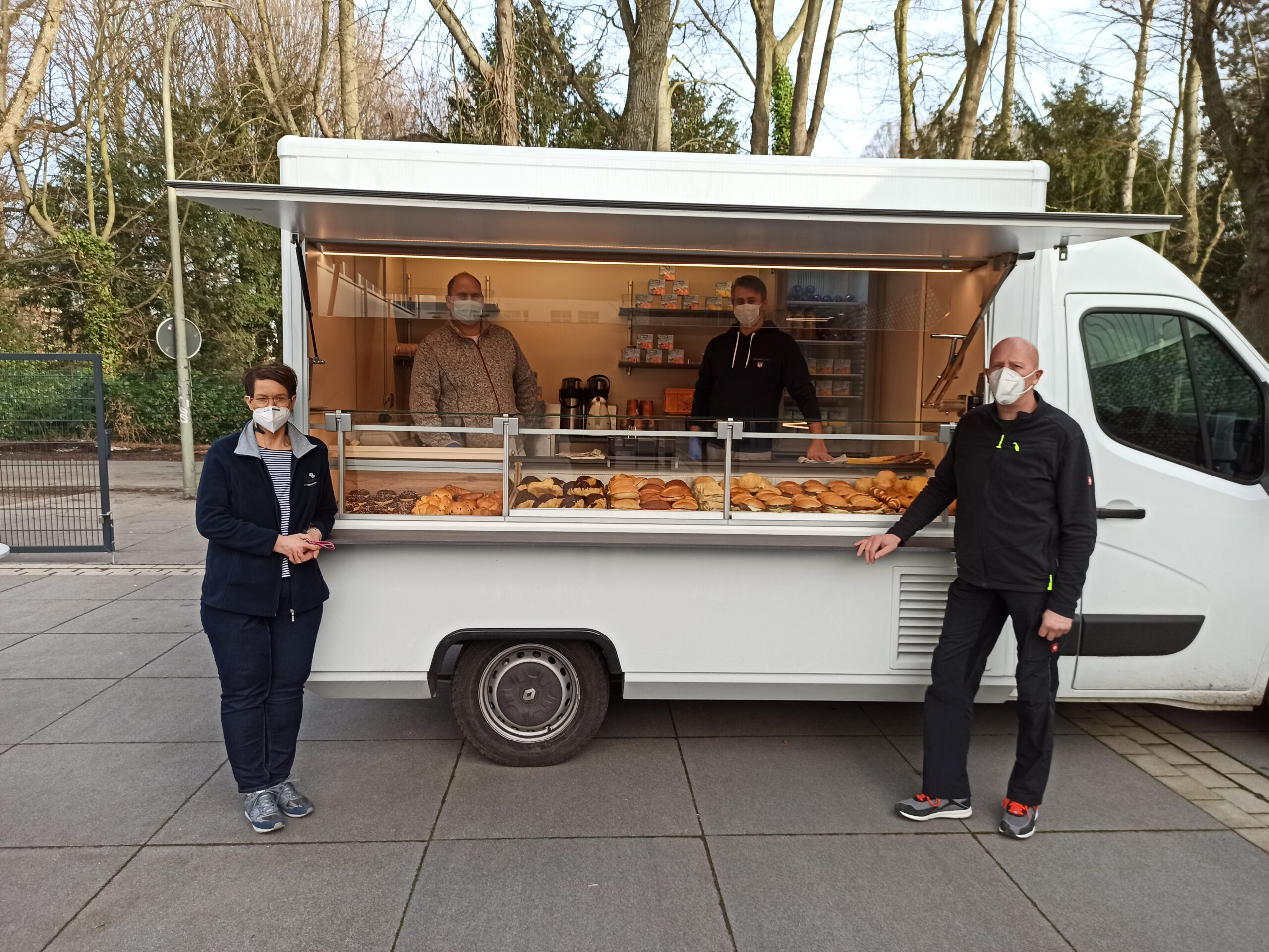 Baker Boys entern Schulhof